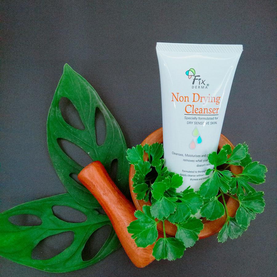 Sữa rửa mặt cho da nhạy cảm Fixderma Non Drying Cleanser